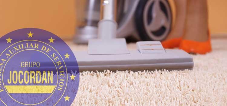 consejos limpieza superficies tapizadas