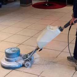 Un equipo de limpieza profesional
