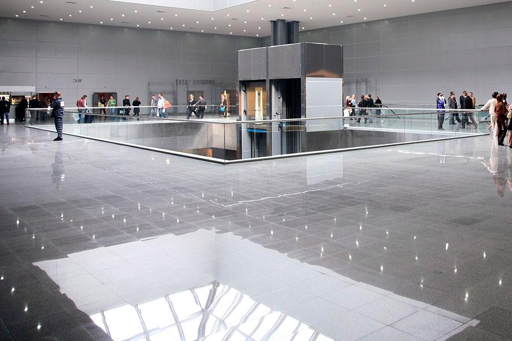 Ejemplo de pulido de suelos en centro empresarial