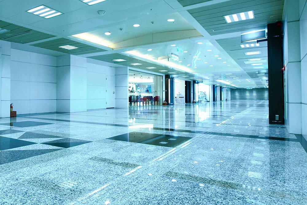 Ejemplo de pulido de suelos en centro comercial